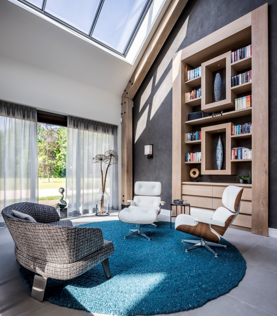 Luxe interieur villa, boekenkast vier meter hoog