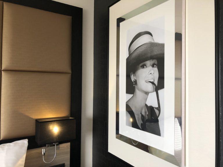 Luxe stijlvolle hotelkamer maatwerk interieur - kunst fotowand panelen bedachterwand