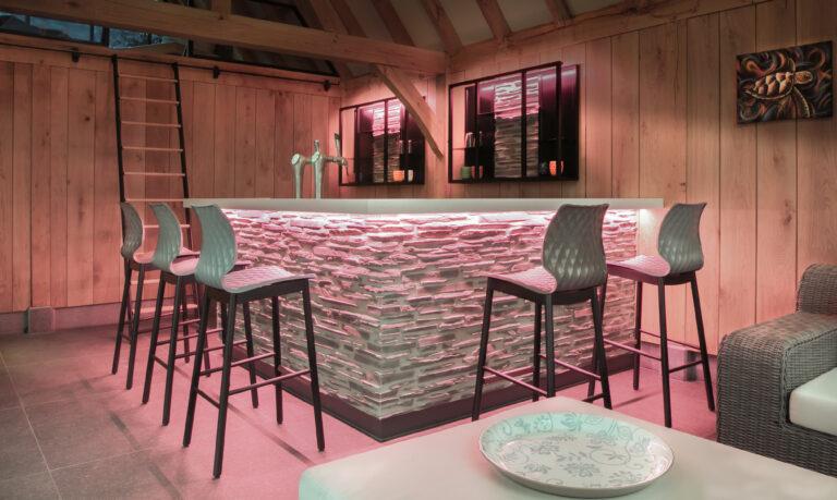 maatwerk bar in poolhouse detail