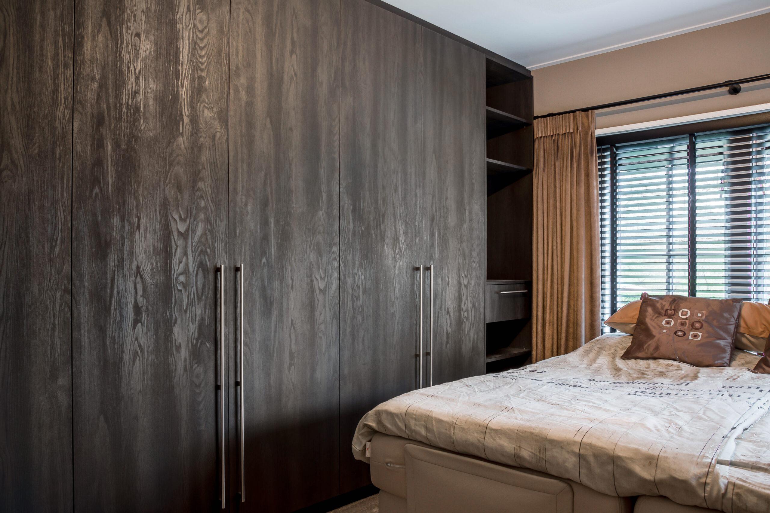 Luxe maatwerk kledingkast slaapkamer 1